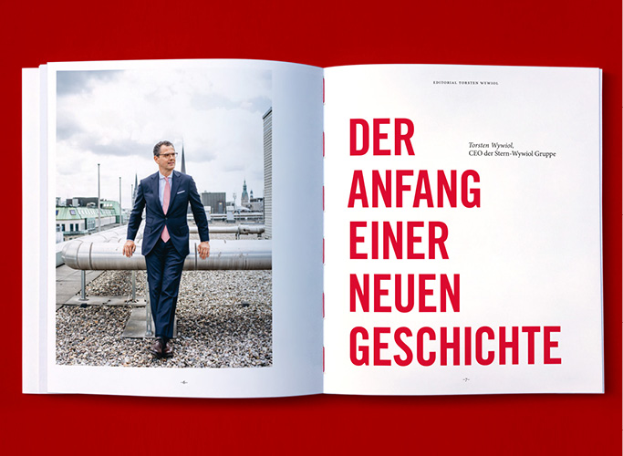 Olav Jünke accompanied the photo shoot for the commemorative booklet - portrait of the CEO